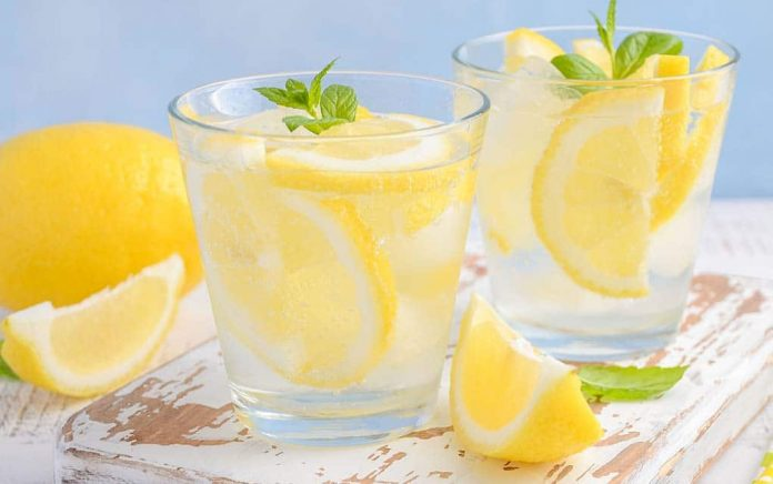 8 Reasons to Start Your Day With Lemon Water