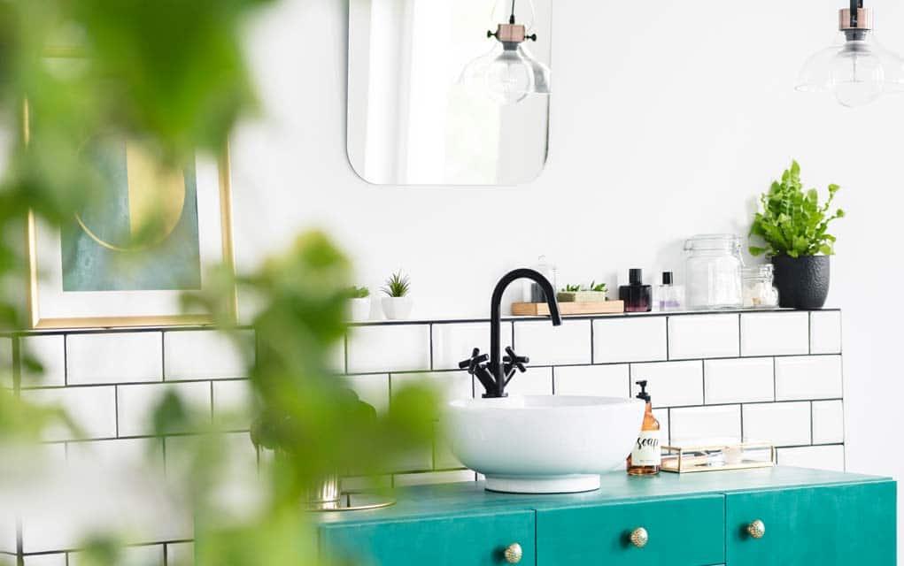 3 tips to get rid of bathroom mold. Black Bedroom Furniture Sets. Home Design Ideas
