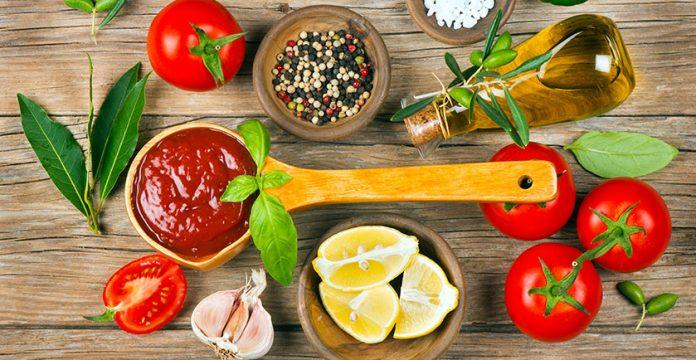 Simple Homemade Ketchup Recipe (No High Fructose Corn Syrup!)